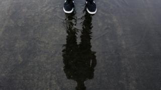 足と水たまり