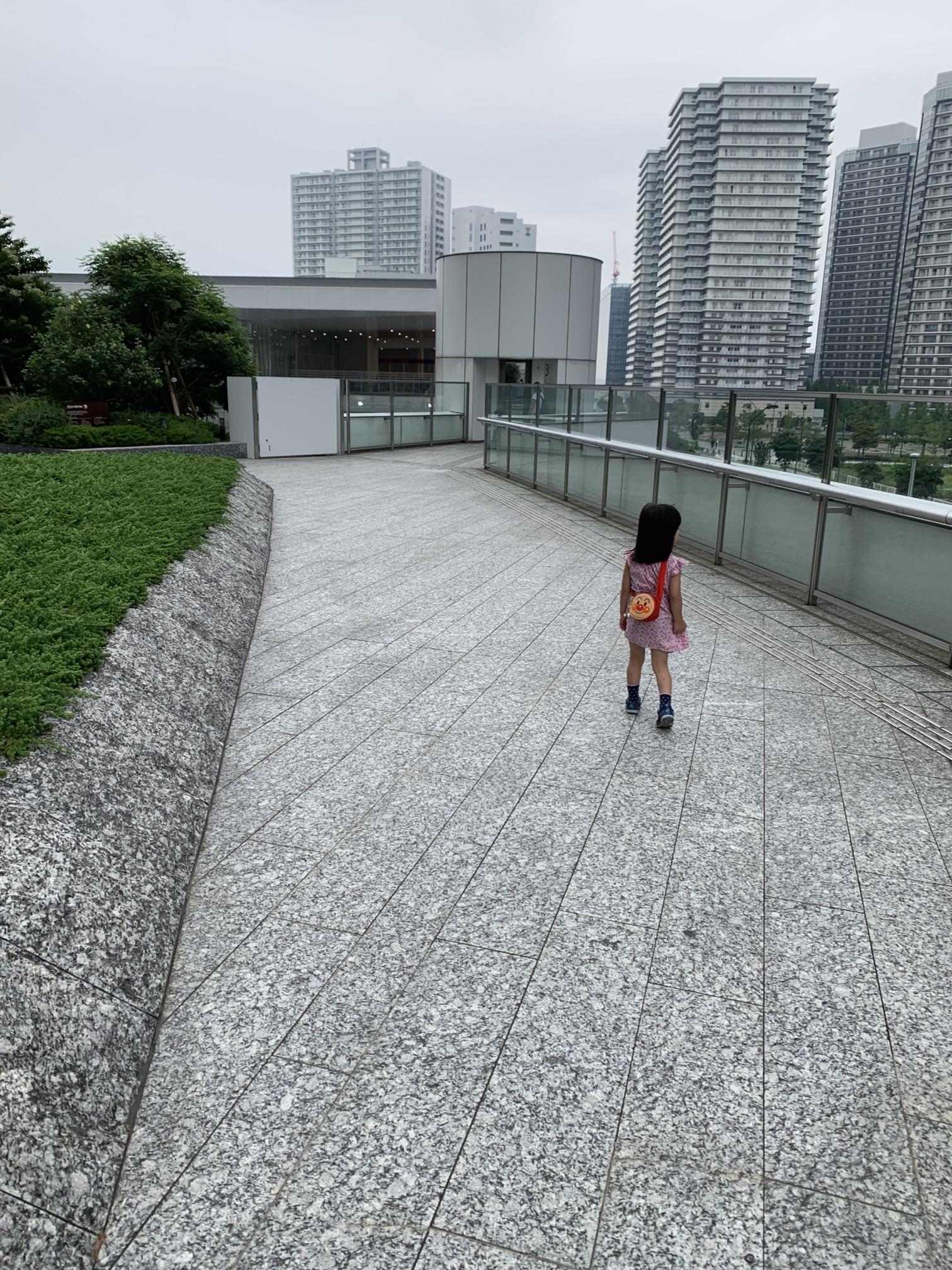 アンパンマンミュージアム【アクセス】日産グローバルギャラリーを抜ける