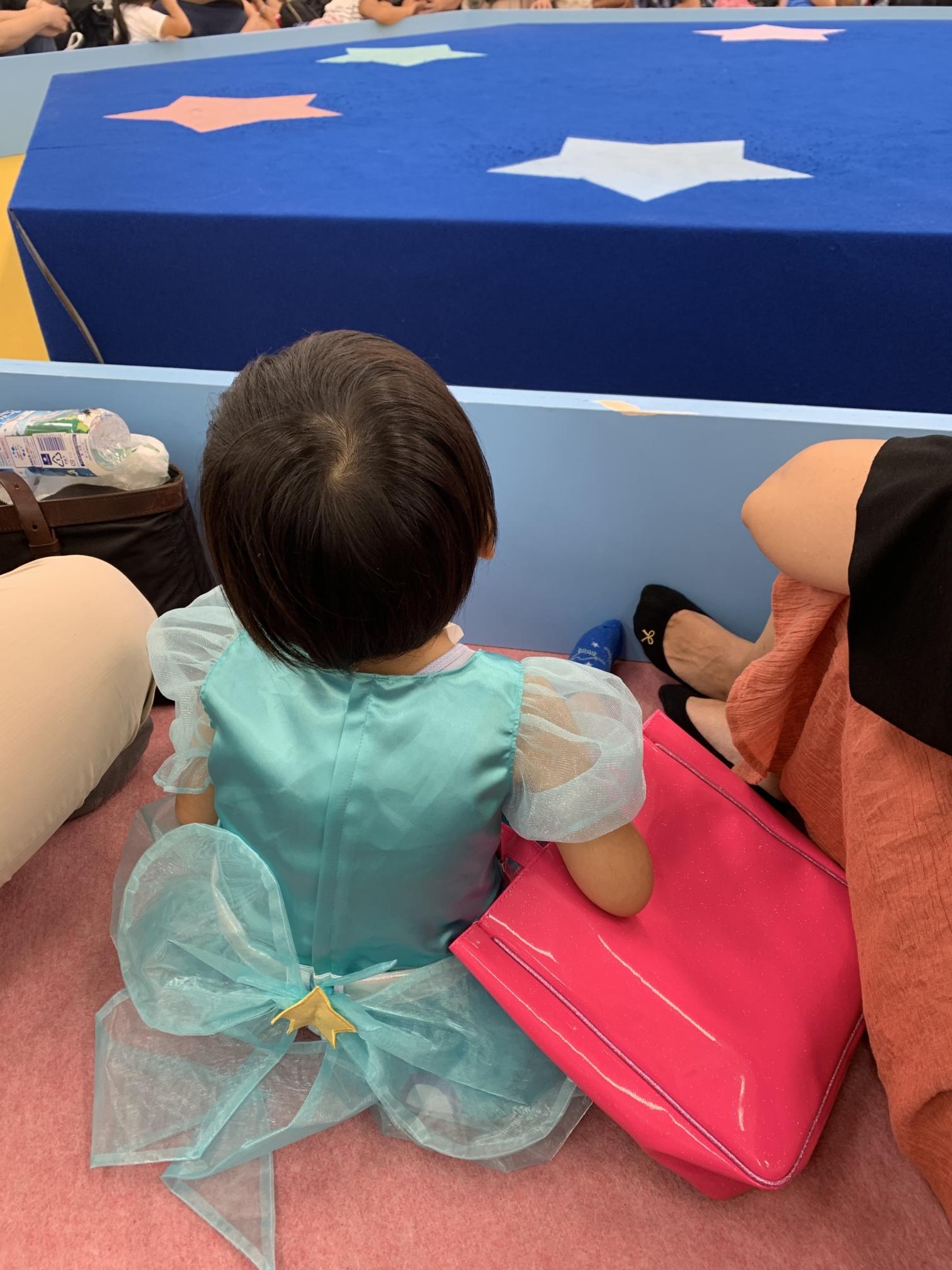 スター☆トゥインクルプリキュア おほしSUMMERバケーションのステージ前で待機